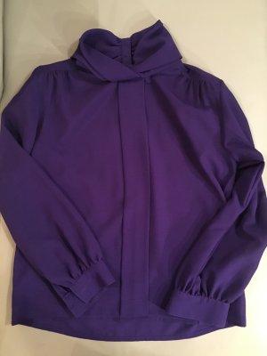 Blusa de cuello alto violeta amarronado