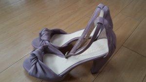 elegante lila Peeptoes mit Riemchen