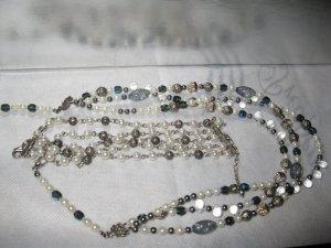 Elegante Perlenkombination in Weiß-Blau-Silber