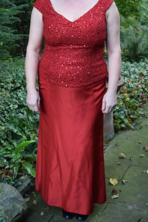 Elegante rote Abendkombination
