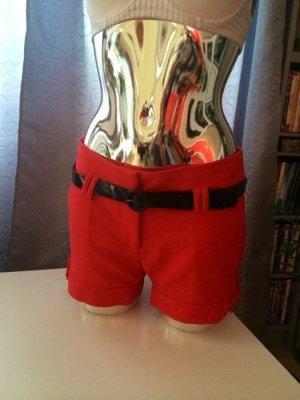 Elegante rote Short inkl. Lackgürtel Gr. 36