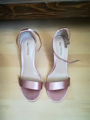 Strapped pumps pink