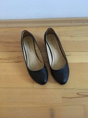 Elegante Schuhe mit Keilabsatz