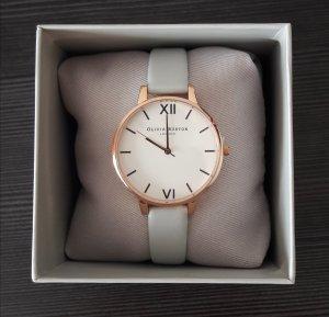 Elegante Uhr aus Kunstleder