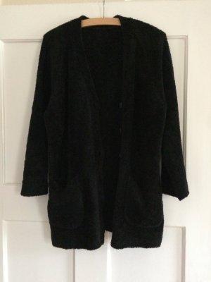 elegante und kuschelige Strickjacke in schwarz