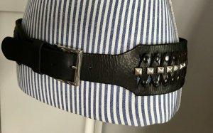 Eleganter breiter Nieten-Ledergürtel