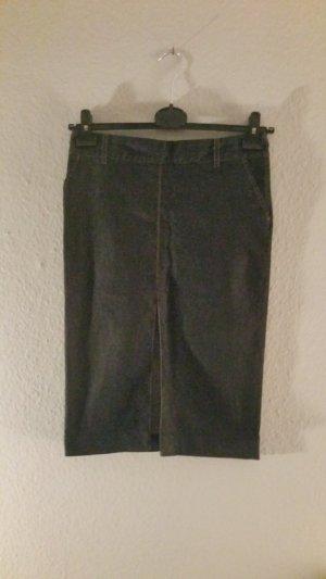 Eleganter dunkler Jeans Rock