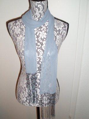 Eleganter grauer halbtransparenter Schal mit Fransen