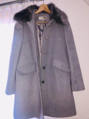 Eleganter grauer Mantel