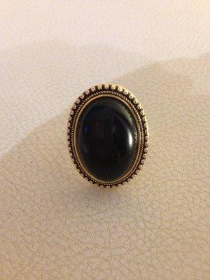 Eleganter großer Ring