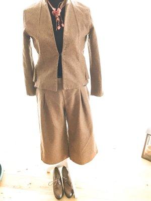Eleganter Hosenanzug Culotte mit Blazer in senffarben 36/38 Kostüm