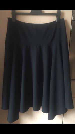 Eleganter, längerer schwarzer asymmetrischer Glockenrock von Zara in Größe 38