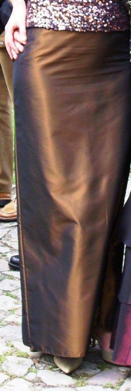 Eleganter, langer Abendrock in glänzendem Bronze + passende STOLA (2 Artikel)