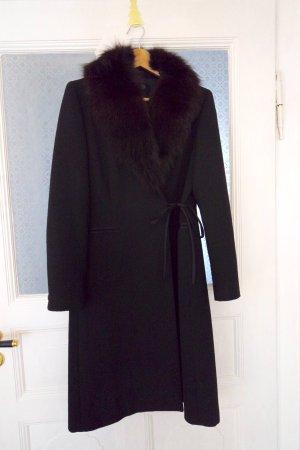 Eleganter Mantel mit Pelzkragen