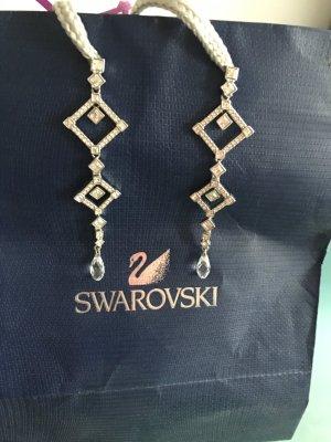 Eleganter Ohrschmuck von Swarovski für einen edlen Anlass, aber auch spontan zum Weggehen sind die doch geeignet.