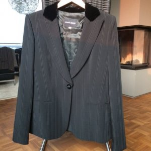 Eleganter schwarzer Giorgio Armani Blazer mit Nadelstreifen