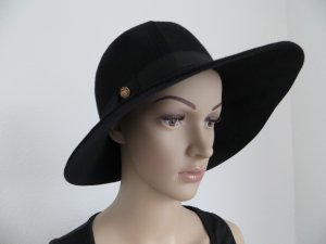 Cappello a falde larghe nero