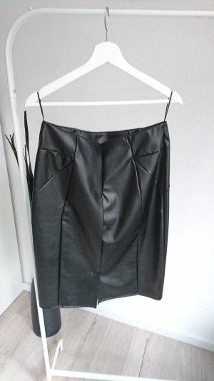 Eleganter, schwarzer Kunstlederrock