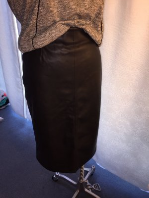 Eleganter schwarzer Lederrock