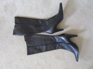 Eleganter schwarzer Lederstiefel