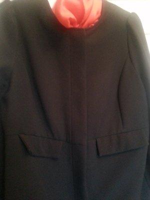 Eleganter schwarzer Longblazer bzw. Mantel ohne Kragen