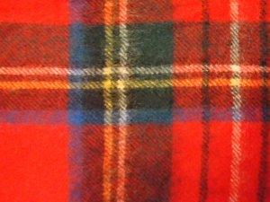 Eleganter warmer Schal aus reiner Schurwolle
