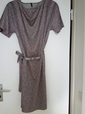 Elegantes A- Linien Kleid von Benetton mit Gürtel