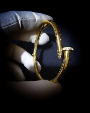 Elegantes Armband in Gold