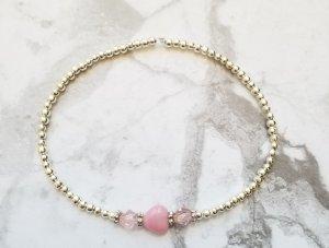 Elegantes Armband mit silberfarbenen und rosafarbenen Perlen und dezentem rosanem Herzen