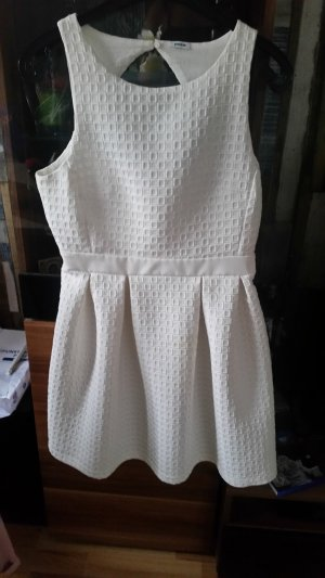 Elegantes Creme Kleid