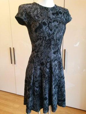 Elegantes Jacquard-Kleid mit Blumenmuster
