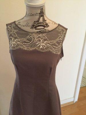 Elegantes Kleid aus Italien mit Cut Out am Rücken S