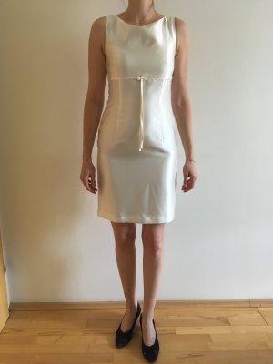 Elegantes Kleid für standesamtliche Hochzeit