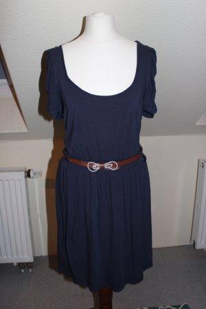 Elegantes Kleid in Dunkelblau