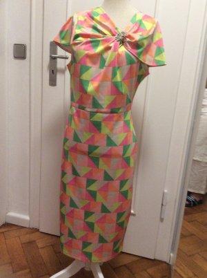 Elegantes Kleid in herrlichen Sommerfarben mit silberfarbener Brosche, Gr. 38/40