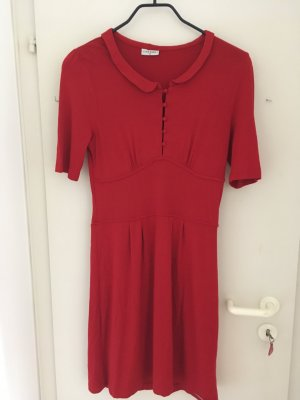 Elegantes Kleid in kräftigem Rot