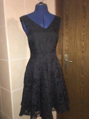 Elegantes Kleid in Schwarz mit leichtem Muster