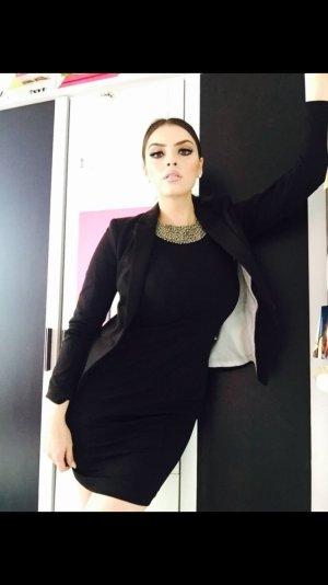 elegantes kleid in schwarz mit steinchenkragen
