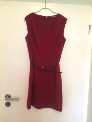 Elegantes Kleid (Midi) bordeaux mit feinem blauen Gürtel