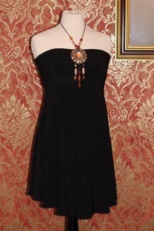 Elegantes Kleid mit Brosche