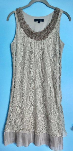 Elegantes Kleid mit kleinen Röschen am Ausschnitt
