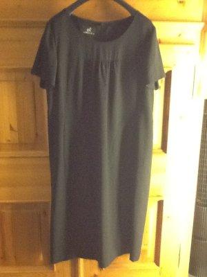 Elegantes Kleid mit leichtem Jäckchen