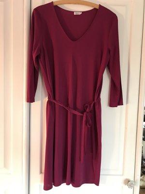 Elegantes Kleid mit Schleife