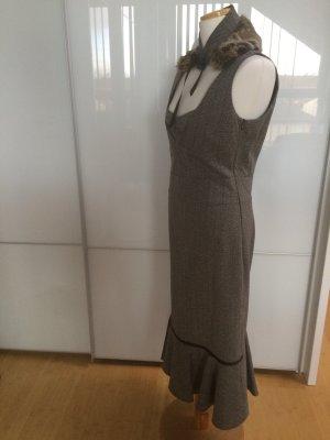 Elegantes Kleid mit separatem Plüschkragen
