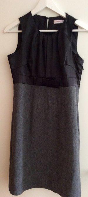 Elegantes Kleid mit Stoffmix