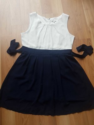 elegantes Kleid Von Apricot