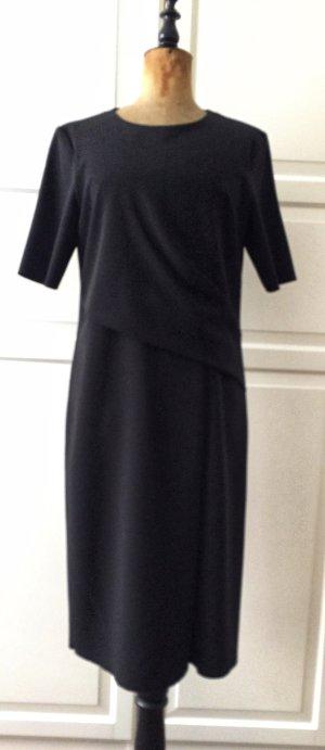 Elegantes kleines Schwarzes Kleid