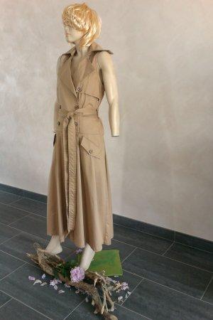 Elegantes Kostüm von Sarar