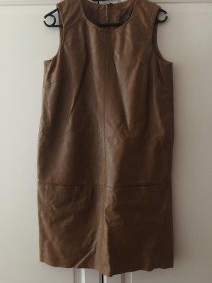 Elegantes Lederkleid im 60s Look von Esprit