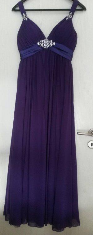elegantes lila Abendkleid mit Glitzeraccesoires
